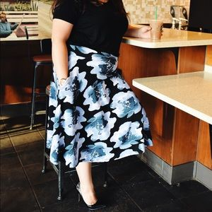 Blue Floral midi skirt nwt